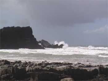 Large wave hitting headland